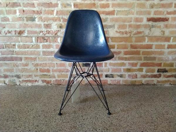 eames_fiberglass_side_chair_dsr_33215